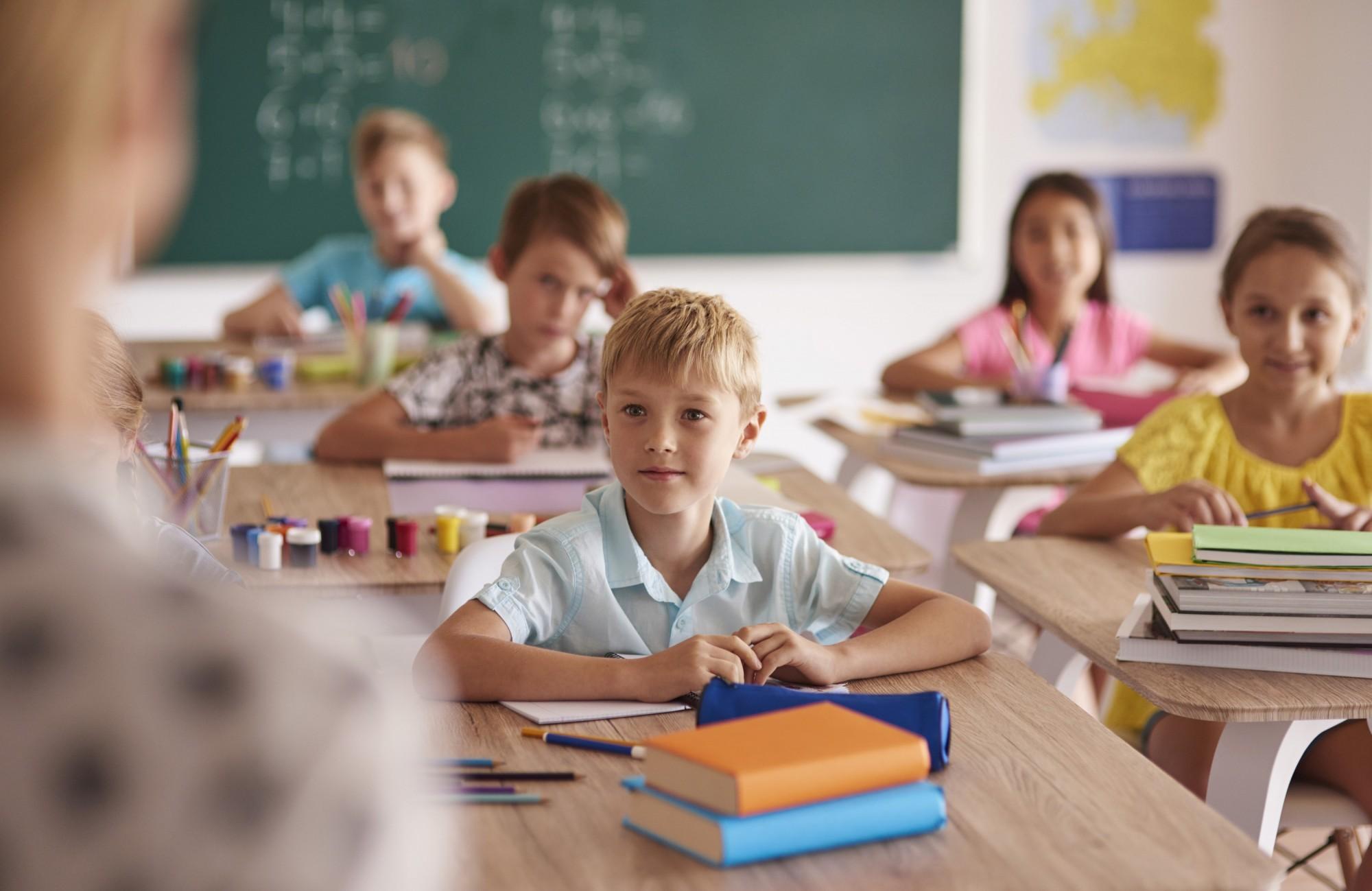 Vienoje klasėje besimokančių mokinių smegenų veikla tampa kitokia