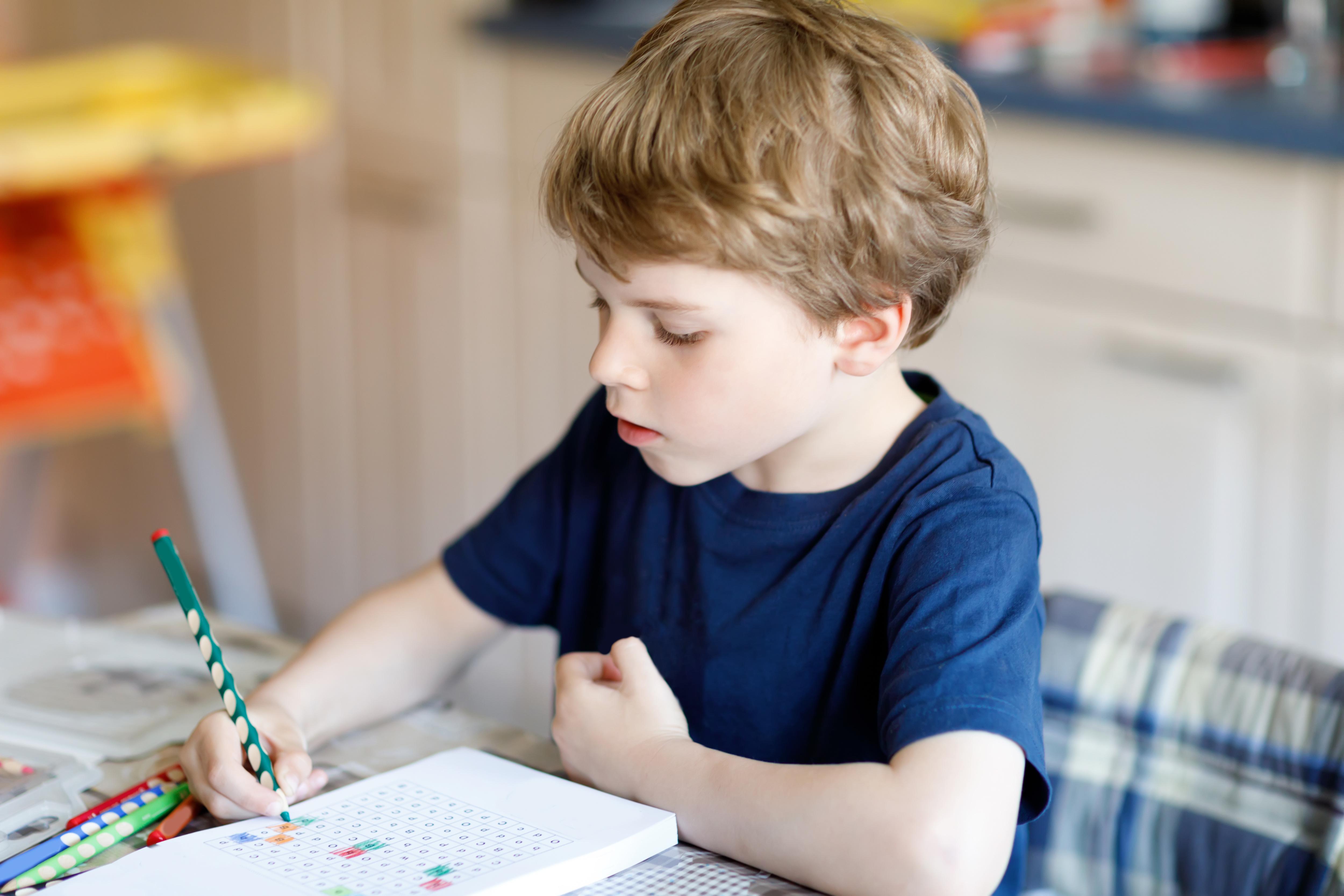 Vaikas nenori mokytis: kaip motyvuoti?